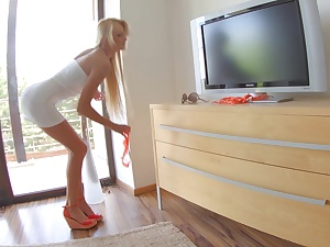 Throbbing legged blondie Ivana Sugar-coat posing