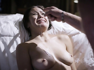Kendra Spade bursts in tears after being screwed by dad